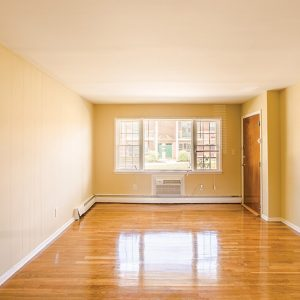 Emerald Apartments For Rent in Toms River, NJ Livingroom